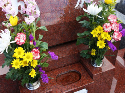 大切な墓石のクリーニング